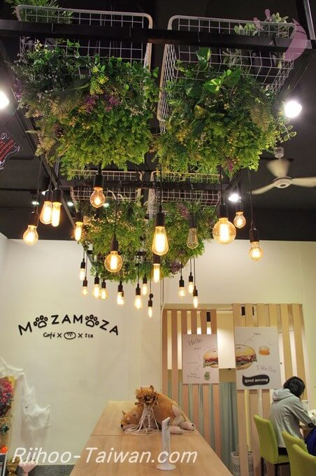 抹抹柴Mozamoza-店内のオシャレ電球群