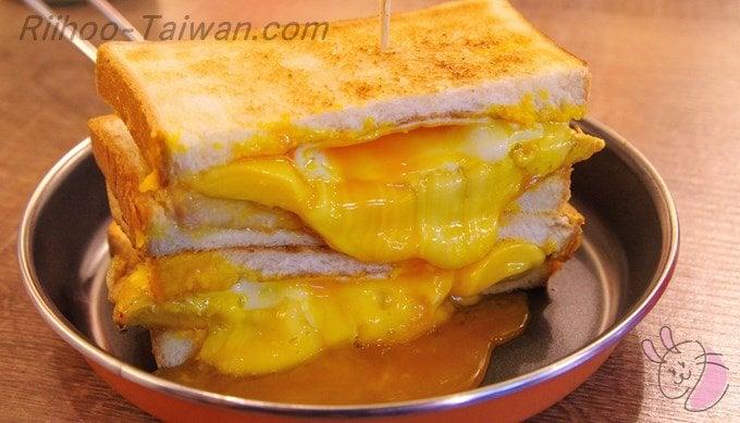 餓店碳烤吐司-三倍チーズ炭焼きトースト