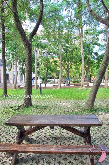 台湾大学校内のベンチ