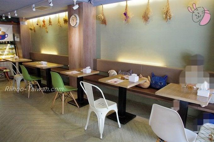 初米咖啡 Choose Me Cafe&Meals 席に置かれた猫クッション