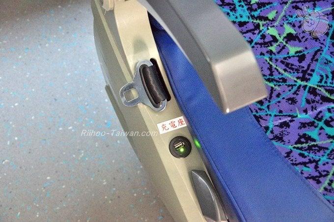 國光客運 バス 座席に付いているUSBポート