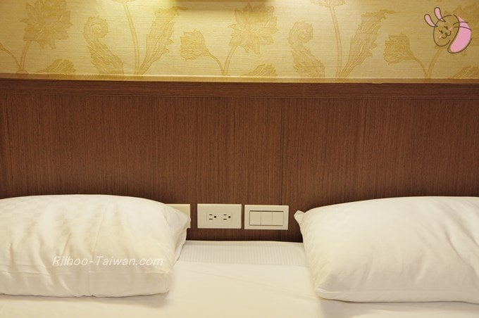 グッドライフホテル(上樺旅棧) 枕元のスイッチ類