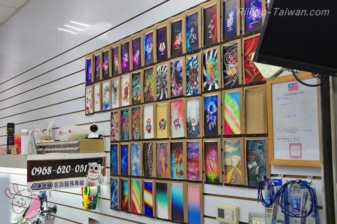 小豪包膜-台北光華店 壁にあるフィルムの見本