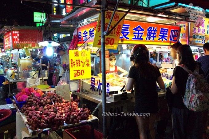 雙城街夜市の果物店 ライチが売っている