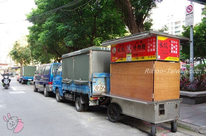 鴻水餃牛肉麺の屋台
