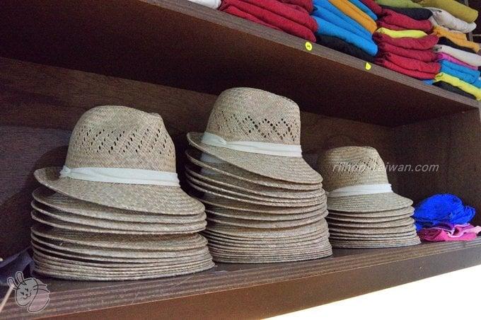 惠中布衣文創工作室 二階の棚にあった中折れ帽子
