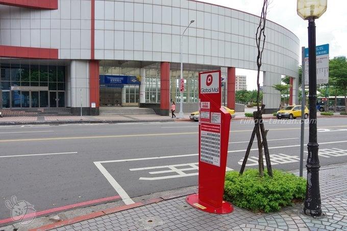 台鉄・板橋火車站西出口そばシャトルバス乗り場 グローバルモール行き「板橋線」乗車