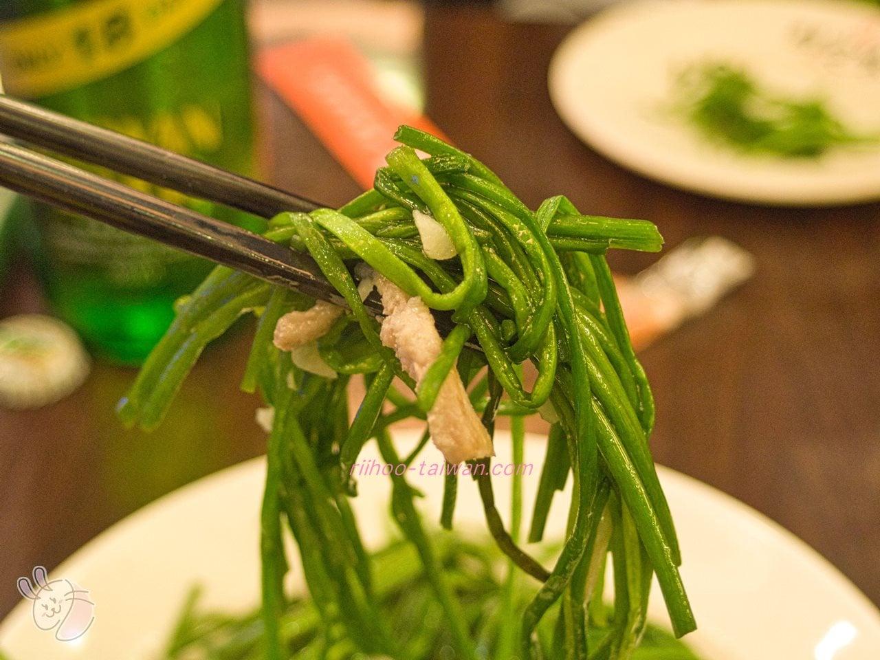 鮮定味生猛海鮮 (錦州店)  炒水蓮 水蓮を細切り豚肉と一緒に、塩とニンニクでサッと炒めたもの