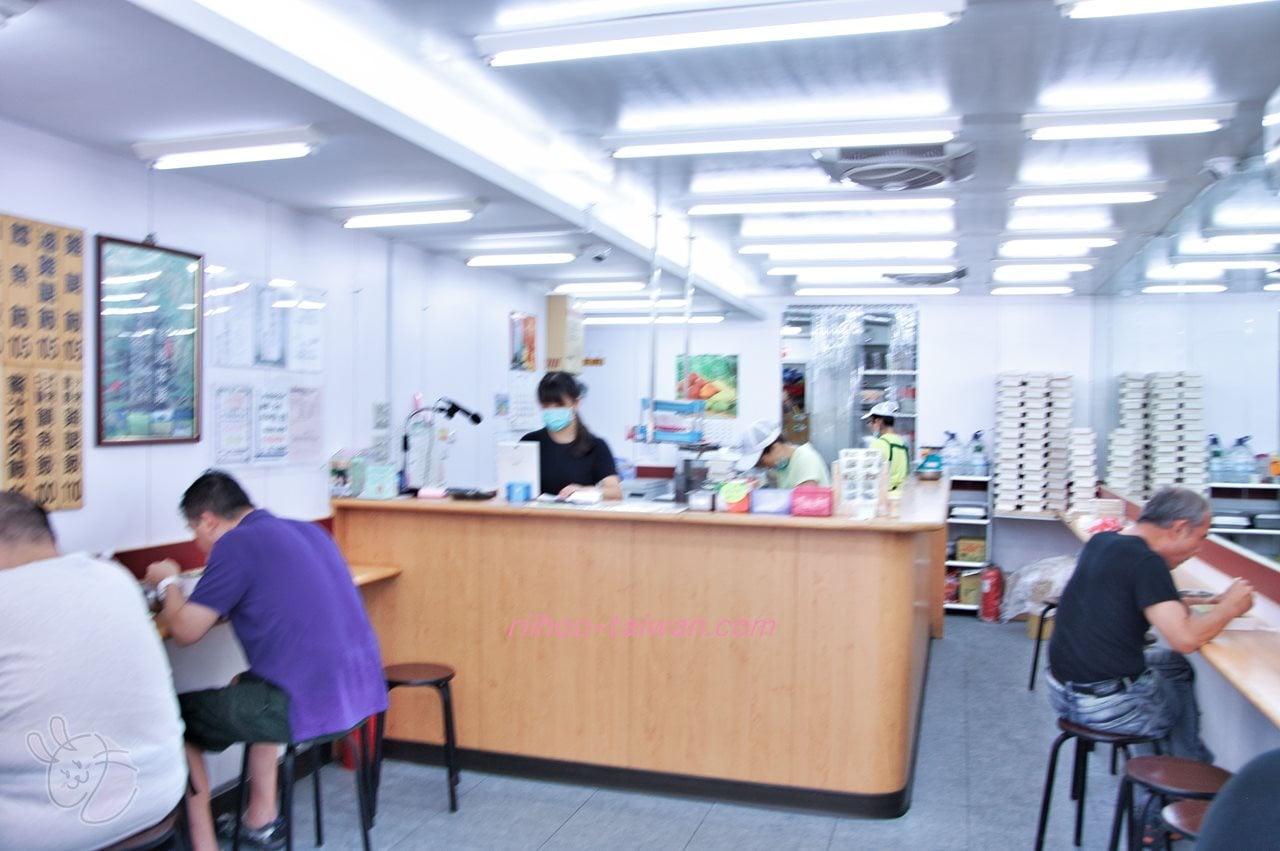 池上木片便當 (錦州街店) 店内の様子 注文カウンターとイートインスペース