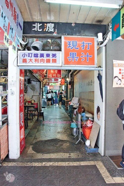 果果香 ビルとビルの隙間の細い路地を入った所に、お店があります