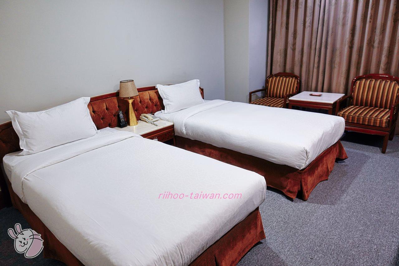 嘉義皇爵大飯店 室内 ベッドが2台