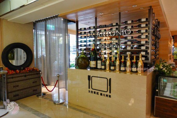 ホテルCOZZI(コッツィ)民生館 ロビー奥には「DA ANTONIO」という、ステーキ・パスタ・リゾットなどがいただけるレストランがあります