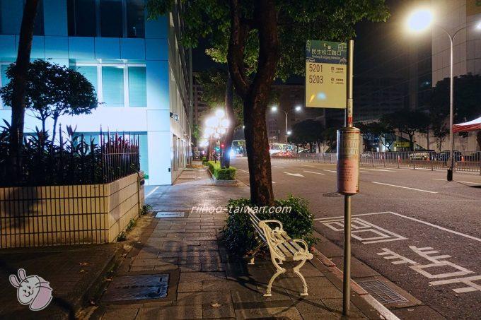 ホテルCOZZI(コッツィ)民生館 長榮巴士(長栄バス) 桃園空港行き、到着のバス停