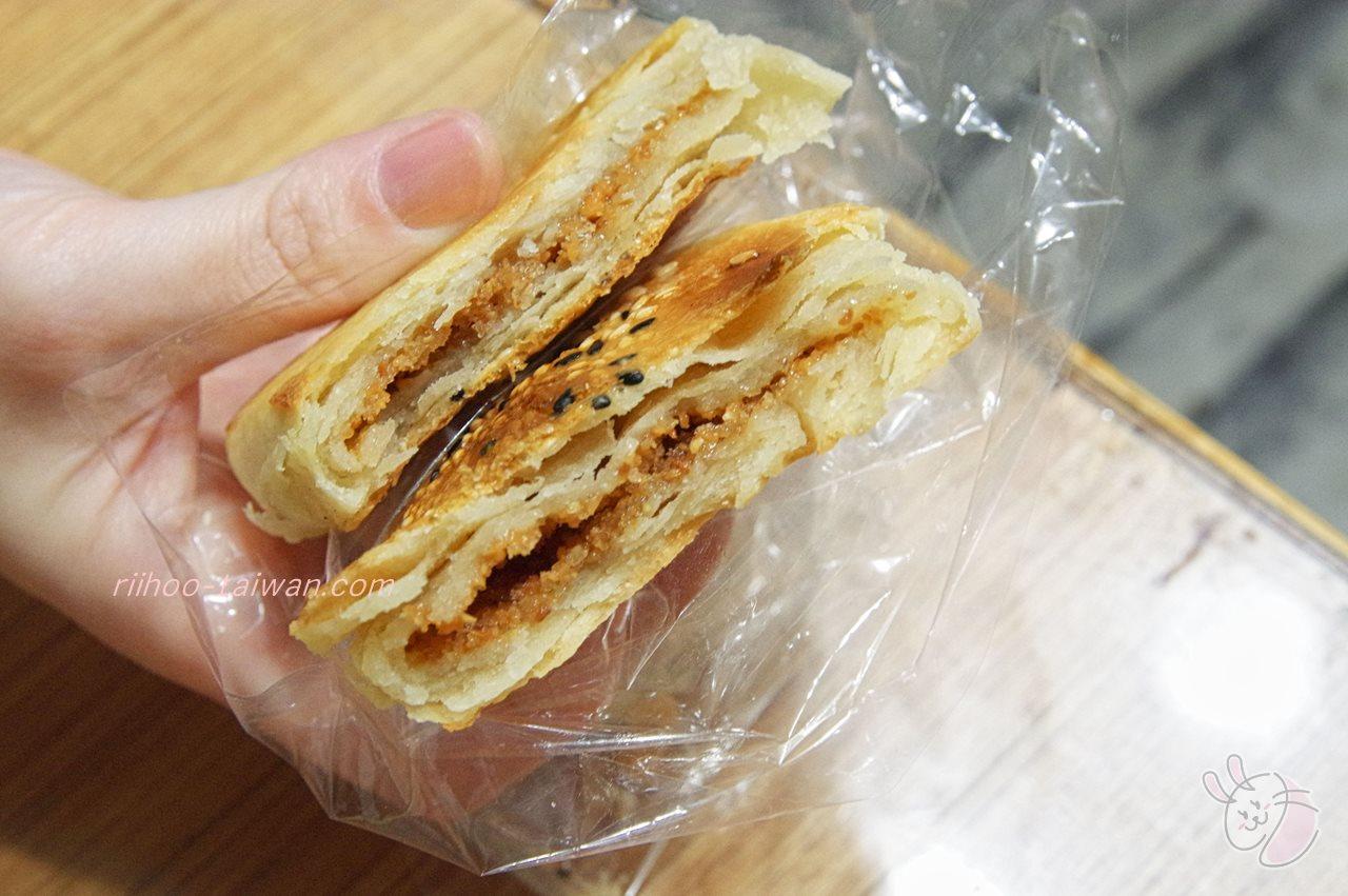果貿來來豆漿 花生餅 パイのような生地の中に、ピーナッツ餡がサンドしてあります