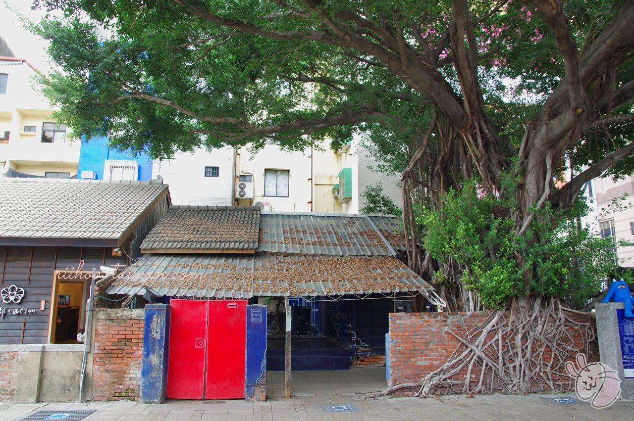 3D藍晒圖 大きなガジュマルの木の下にあるのは、古い日本家屋